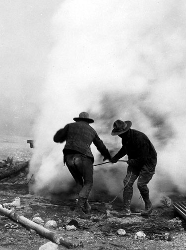 drillingoldfaithful1929workers
